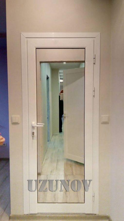 Бяла алуминиева врата с первази